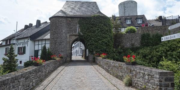 Eingang Burghof Reifferscheid