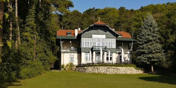 Der Rudolfshof wurde 1881 vom Verschönerungsverein Baden errichtet