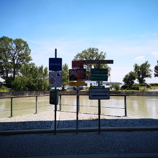 Start after underpass with a view at Donau