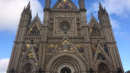 am Ziel: der Dom von Orvieto im späten Dämmerlicht