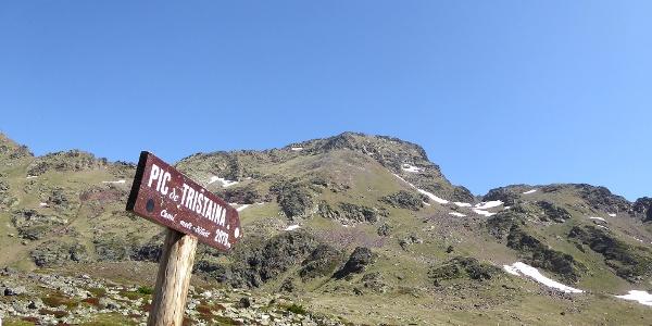 Blick auf den Gipfel des Pic de Tristaina vom Pausenplatz bei 2400 m