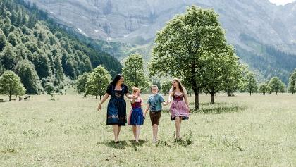 Die Gastgeberinnen des Alpengasthofes