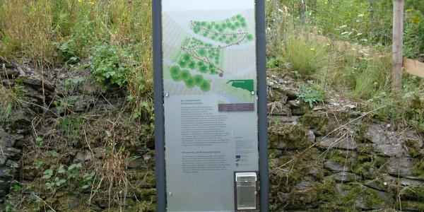 Informationstafel im Sortengarten