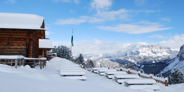 Imposantes Dolomitenpanorama bei der Ütia Ciampcios