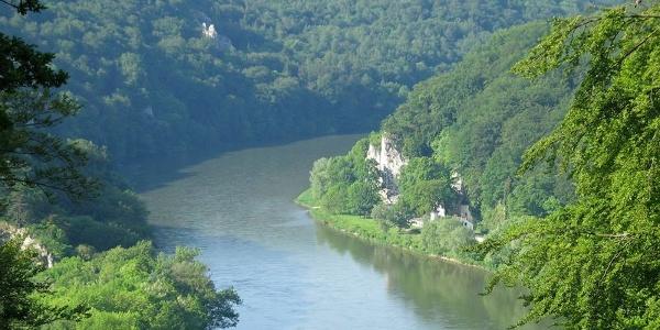 Blick ins Naturschutzgebiet Weltenburger Enge und zur Einsiedelei Klösterl