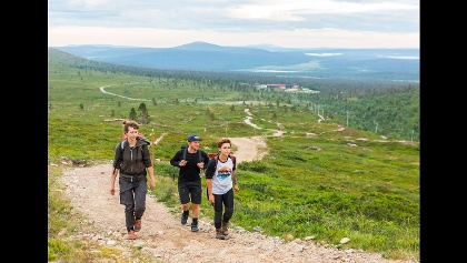 Midnight sun hike to Taivaskero, the highest top of Pallas-Yllästunturi National Park