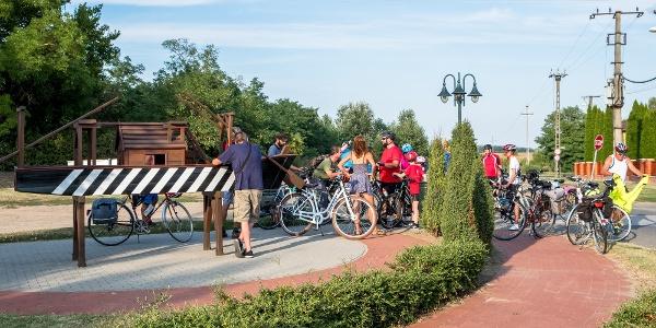 Kerékpáros túrázók az Ulmer Schachtelnél Vállajon