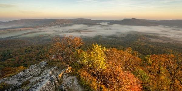 Reggeli köd gomolyog Zalaszántó fölött (Rezi vár)