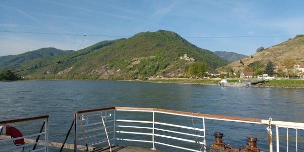 Auf der Rollfähre über die Donau