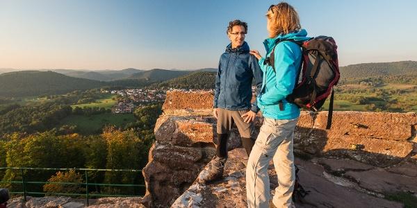 Auf Burg Drachenfels mit Blick ins Dahner Felsenland