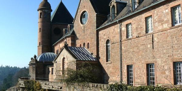 Façade Est Ste Odile protège et bénie l'Alsace