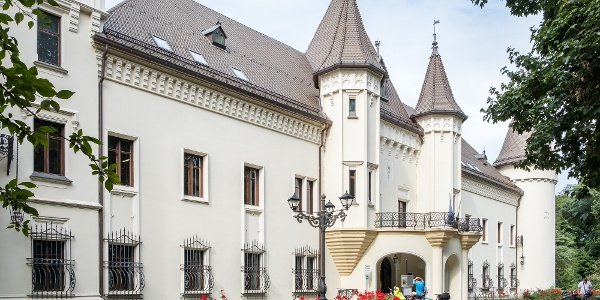 A nagykárolyi Károlyi-kastély fő homlokzata