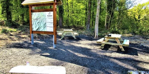 Romanswiller: Aire pique-nique Mais. Forest. du Fuchsloch