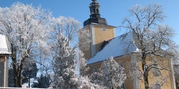 Die Kirche in Langenwolschendorf im Winter