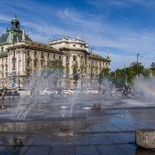 Karlsplatz的喷泉