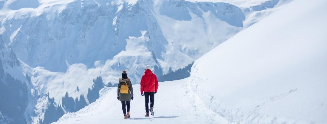 Verblüffende Bergwelt entlang des gesamten Winterwanderwegs