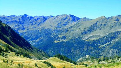 In the Estanyo high valley. View to the west