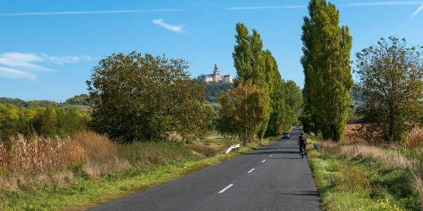 Kerékpáros Écs és Pannonhalma között