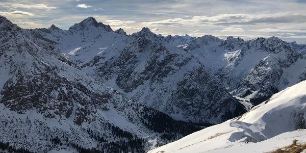 Blick vom Gipfel Richtung Hanauer Hütte