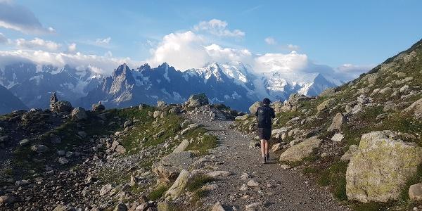 Walking to Lac Blanc