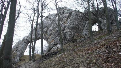 A Vaskapu-szikla, a Mária-padtól nem messze