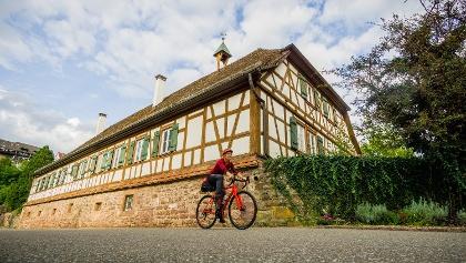 In Wildberg führt der Radweg direkt am Kloster Maria Reuthin vorbei