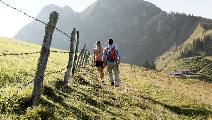 Wanderpaar am Roß- und Buchstein