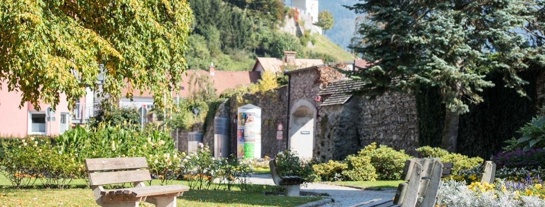 Der Blick vom Stadtpark auf den Brucker Schlossberg