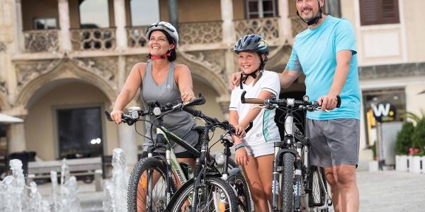 Radfahrer am Brucker Hauptplatz