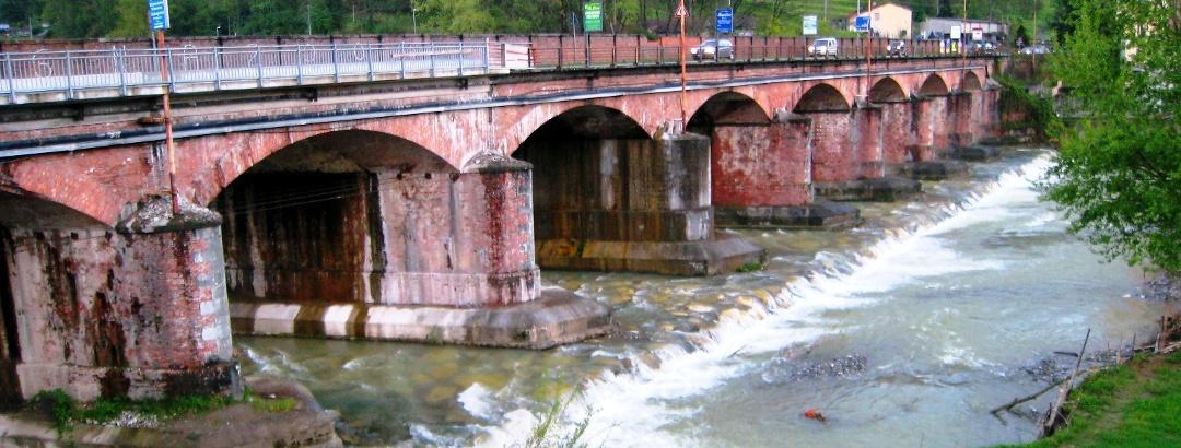 Aulla: Brücke über Torrente Aullela
