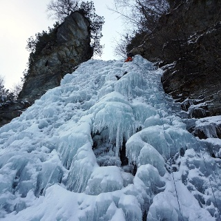 Cascadi-Eisfall von unten