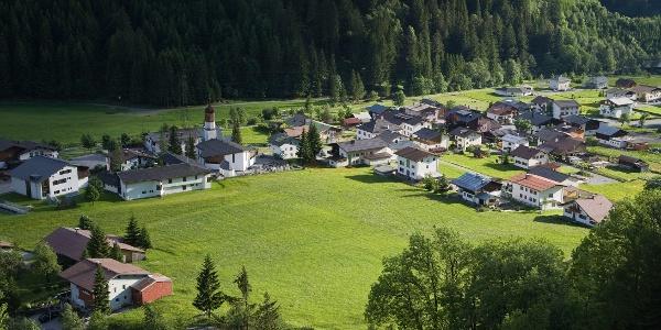 Blick hinunter auf Klösterle am Arlberg