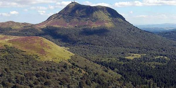 Le Puy de Dôme vu depuis le Puy de Côme
