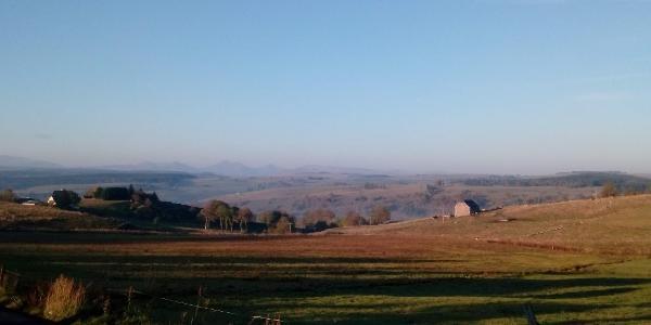 Peu après le départ, vue sur les monts du Cantal