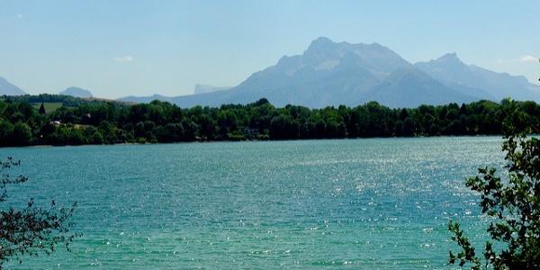 Vue sur Le Grand Serre depuis le lac de Pétichet