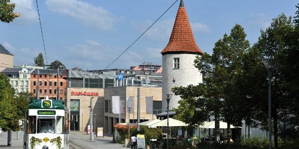Nonnenturm und historische Straßenbahn Bier-Elektrische