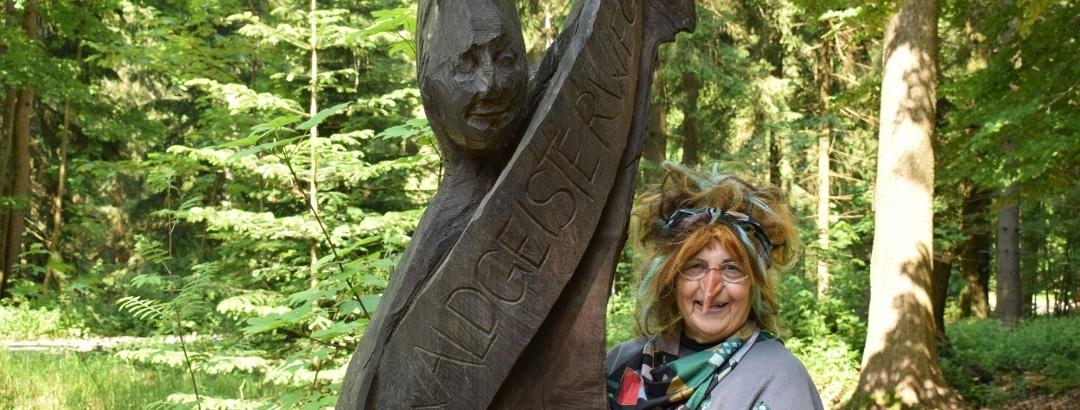 Prohlídka s průvodkyní čarodejnicí Schlotterknie na Trase lesních duchů