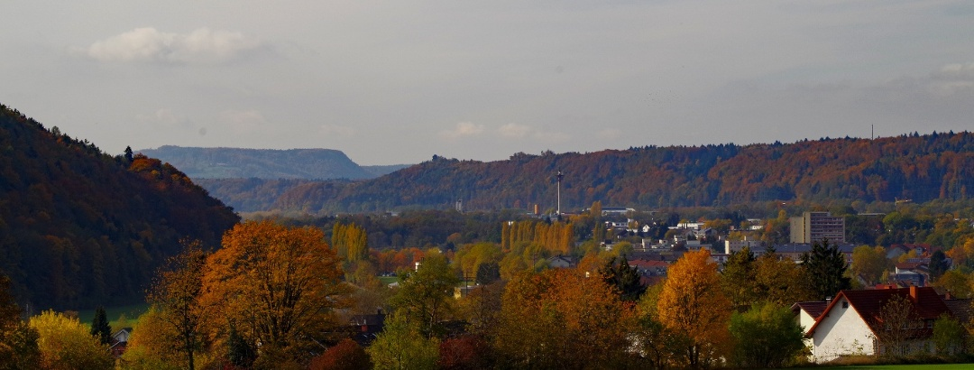 Waldshut-Tiengen, view from Tiengen along the Wutach river to the Table Jura in Aargau: the Hohwacht (462 m) near Leibstadt, a table mountain