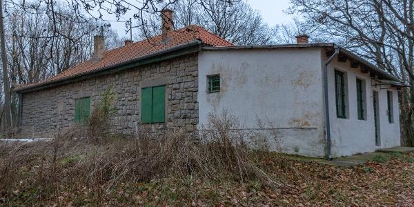 A kulcsosház méreteiből is látszik, hogy turistaháznak épült