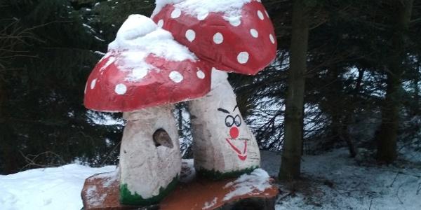 Muchomůrky na Trase lesních duchů v zimě