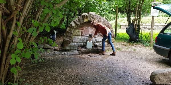 Brunnen - hier holen viele gutes quellwasser