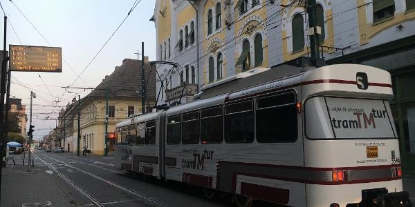 tramTMtur în Piața Traian