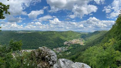 Blick ins Tal und zum Schloss Lichtenstein
