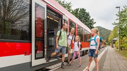 Familienausflug mit der Bahn in Rheinland-Pfalz (Bahnhof Mayschoß, Ahrtal)