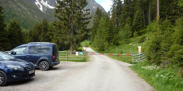 Der Parkplatz am Ende der befahrbaren Forststraße