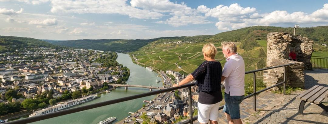 Aussicht von der Burg Landshut ins Moseltal und auf Bernkastel-Kues