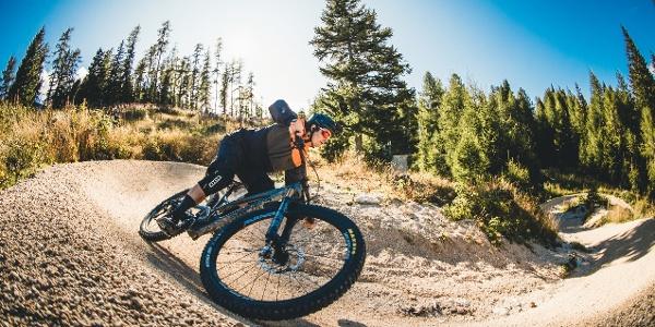 Bergab auch auf dem Flow Country Trail des MTB ZONE Bikepark Petzen