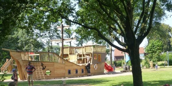 Piratenschiff im Traumspielplatz am Seeburger See
