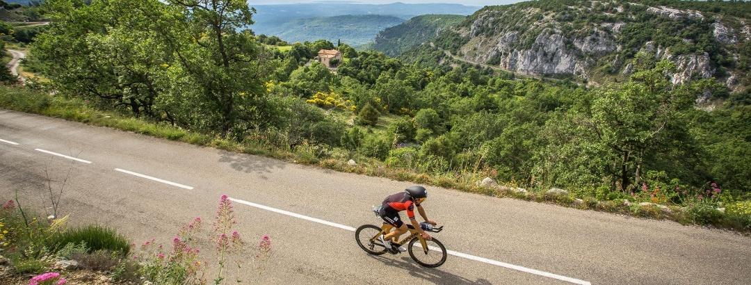 Cycliste vélo de route - course Ironman