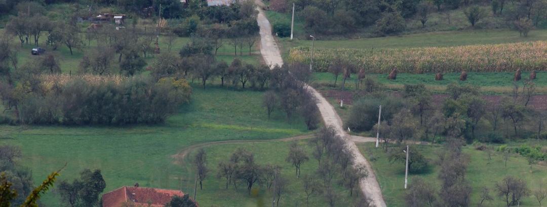 Drumuri printre livezi cu poame dulci și recolte bogate